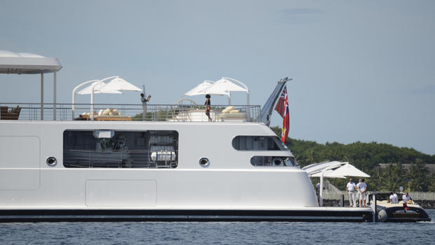 Barack Obama snaps photo of Michelle Obama on yacht (Picture)