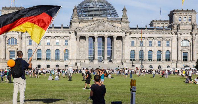 German leaders warn of coronavirus resurgence, condemn protest