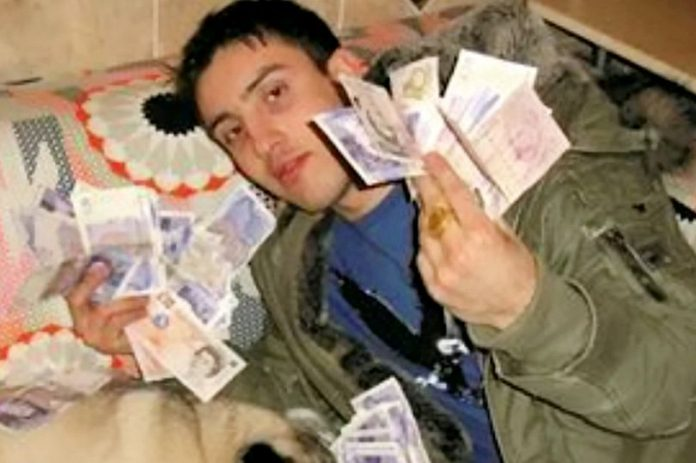 Boxer jailed after pocketing £245k in cash-for-crash scams to fund lavish lifestyle (Report)