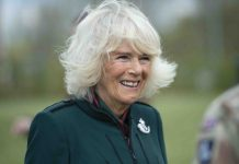 Camilla admits having 'half a hug' with grandchildren (Report)