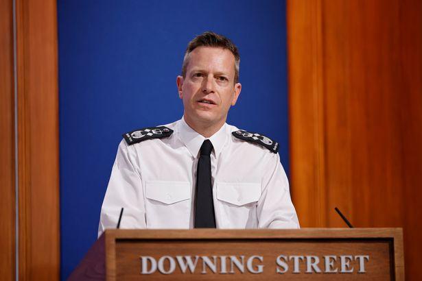 Expect delays 15 times longer than normal, warns Border Force chief (Report)