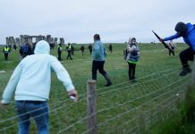 Police called as people gather at Stonehenge despite advice