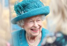 The Queen wears a 19th-Century bow brooch passed down from Queen Victoria, report