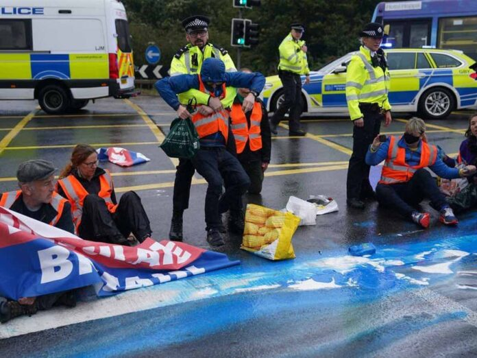 Insulate Britain defy injunction to block M25 for sixth time in two weekse, Report